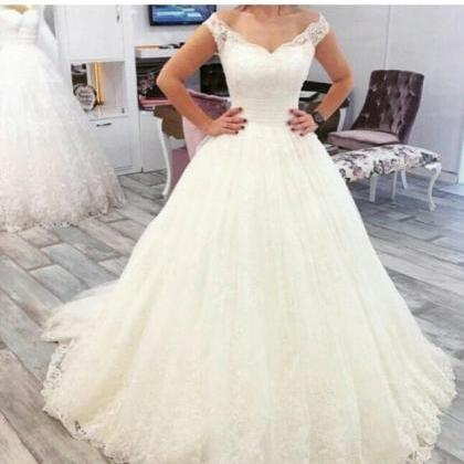 Charming Tulle Ball Gown Wedding Dr..