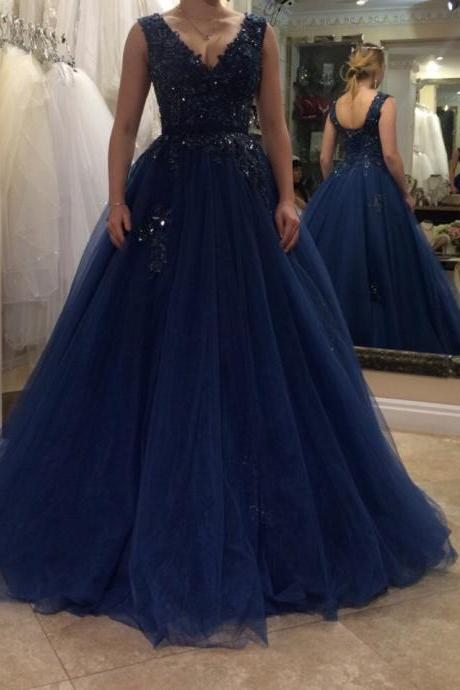 Floor Length Applique Plus Size Prom Dress Tulle A-line V-neck Beading Evening Dress