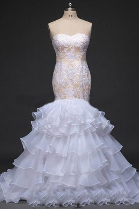 Sweetheart Mermaid Wedding Dress Featuring Lace Appliqués and Layered Ruffles