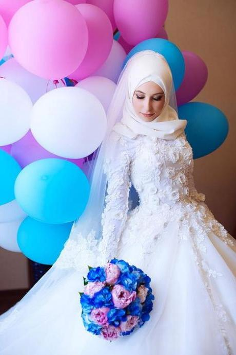 Long sleeve A-Line Sweep Train Modern Muslim Wedding Dresses ,Muslim Lace Bridal gowns with 3D flower Wonderful Wedding Dresses